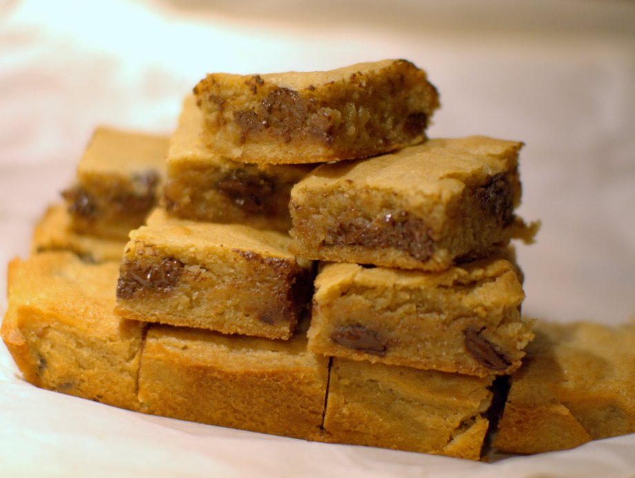 bourbon dark chocolate blondies