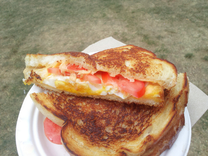 egg n tomato grilled cheese