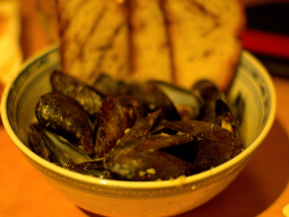 garlicky curried mussels